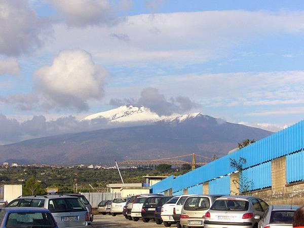 公司总部就在Etna活火山附近