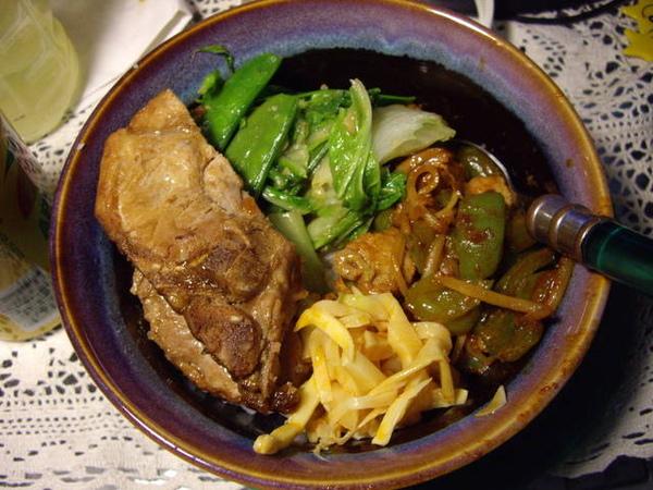 烤豬排+炒大白菜(+snow peas)+韓國辣味豬+辣筍