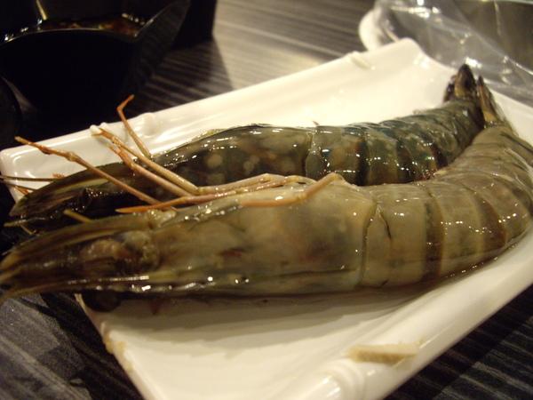 蝦子還滿大的 每人一隻= =
