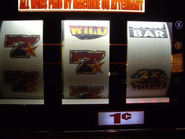 我贏了一次200倍的  可惜是penny machine = =