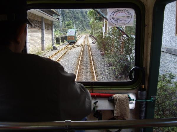 """我坐在火車頭@@"""""""