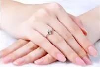4丶手指比较细长