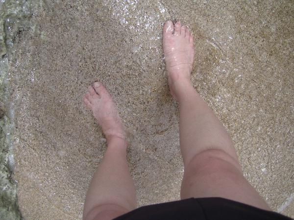 海水涼涼的 沙灘很舒服