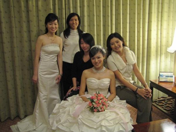 與新娘合照