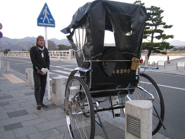 渡月橋上的人力車