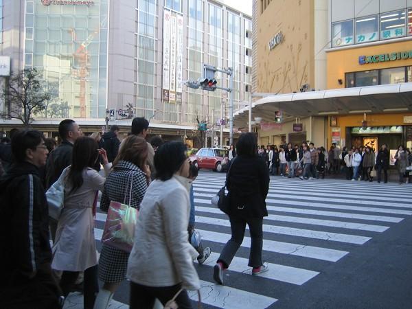 過馬路的人潮