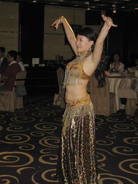 現場有民俗舞蹈和肚皮舞表演