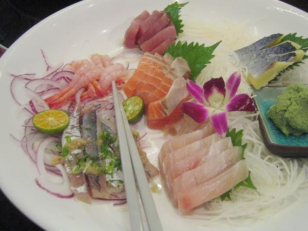 生魚片,甜蝦好吃,其他也很新鮮
