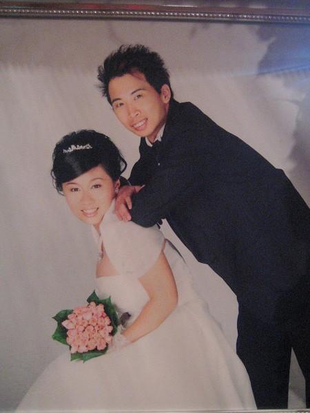 放大的婚紗照