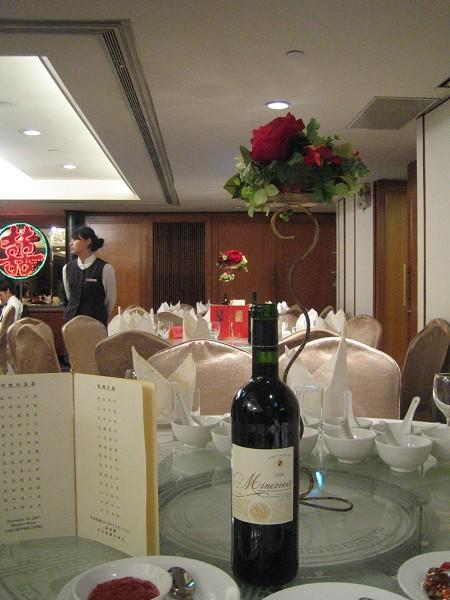 會場,分成兩個廳,因為賓客太多了!