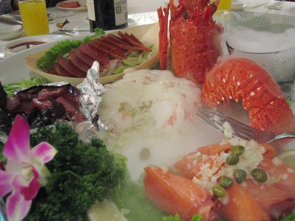 龍蝦拼盤還有燻鮭魚