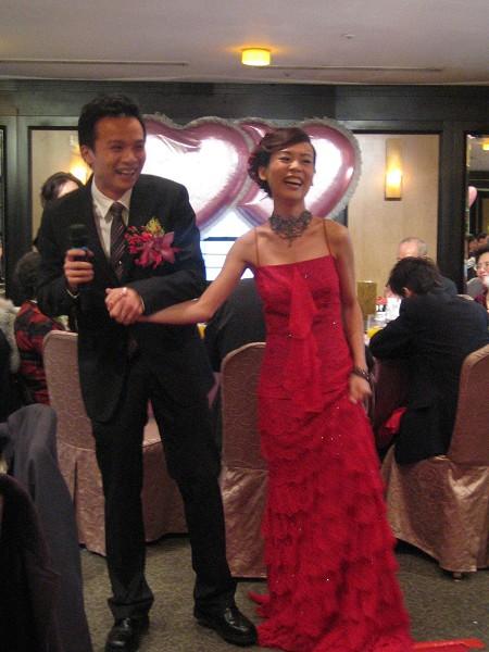新娘很開心