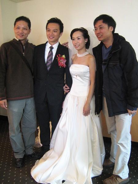 大家跑去新娘房合照