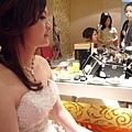 正在化妝的新娘