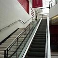 搭手扶梯上2F