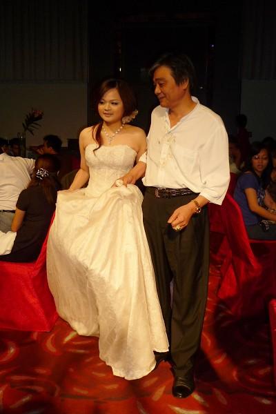 新娘與爸爸進場