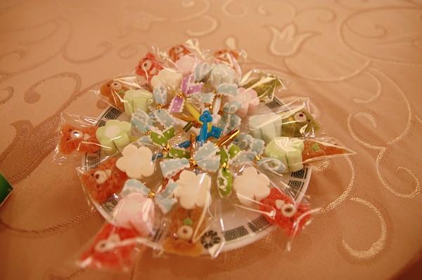 桌上的糖果好可愛!
