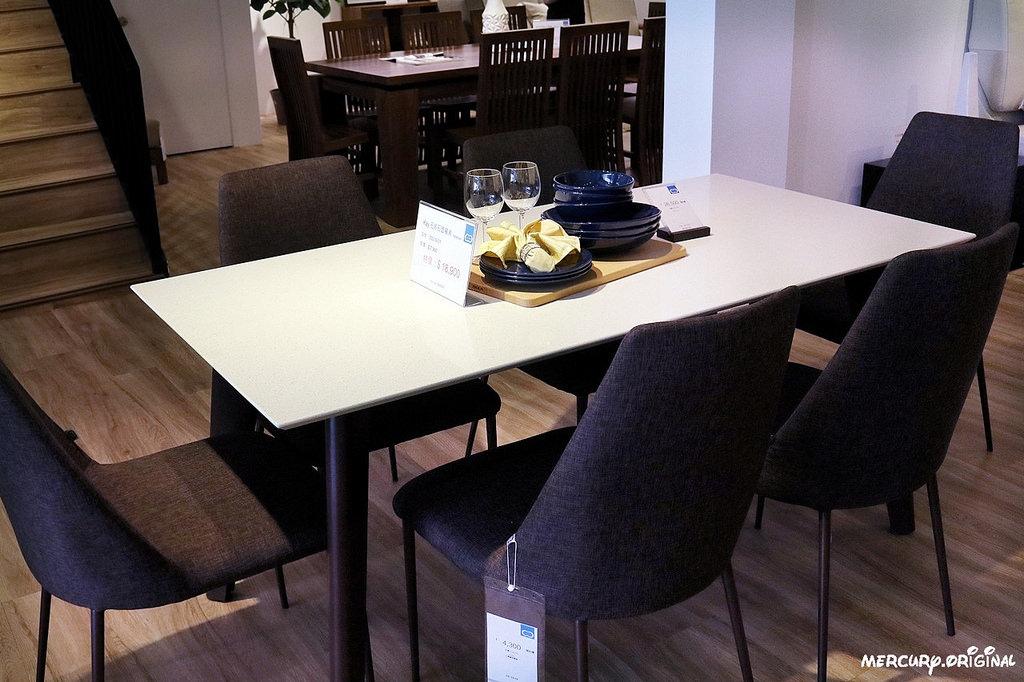 19石英石面餐桌