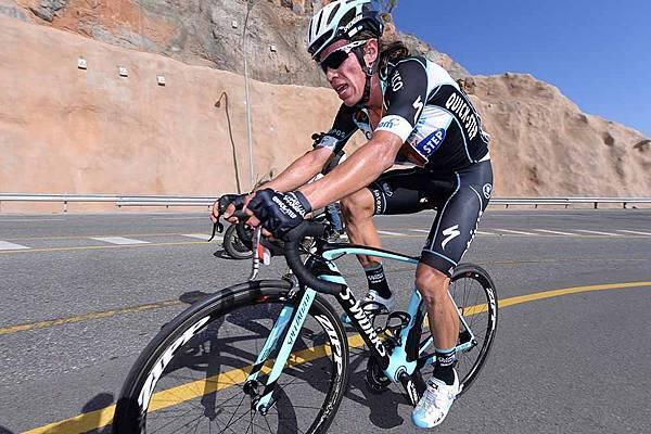 6_Rigoberto_Uran_pushes_onward.Tour_of_Oman_Ciclismo_Tour_of_Oman_2014_etapa_5_2.jpg