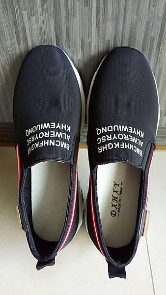 黑色英文字母懶人鞋01.jpg