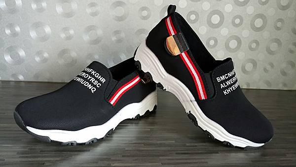 黑色英文字母懶人鞋02.jpg