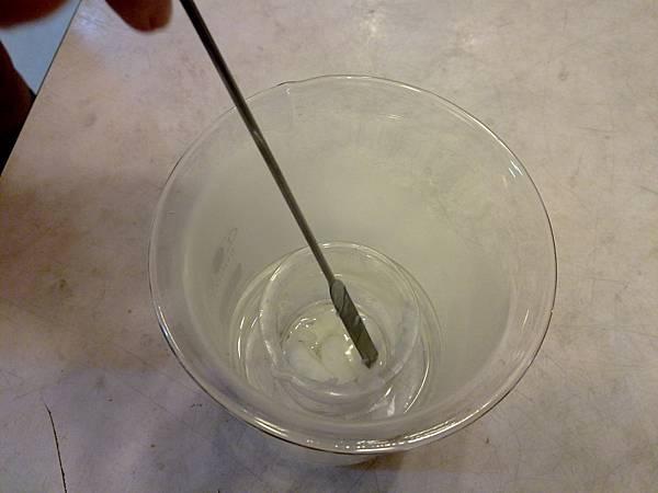 步驟4隔水加熱攪拌均勻(水必須要是滾燙的水溫度才會夠)20111020505