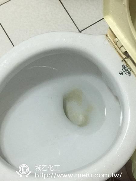 尿垢清洗前.jpg