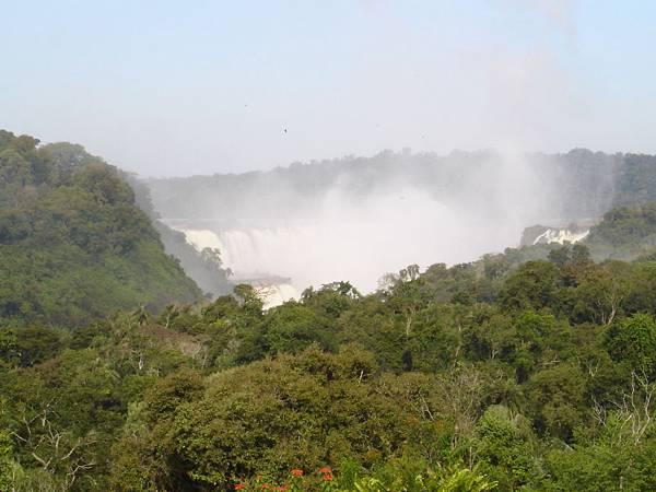 Iguazu瀑布遠景.jpg