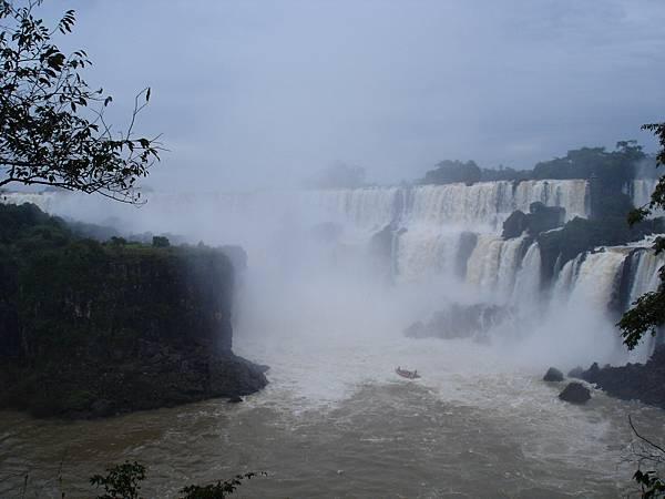 接近瀑布中2.jpg