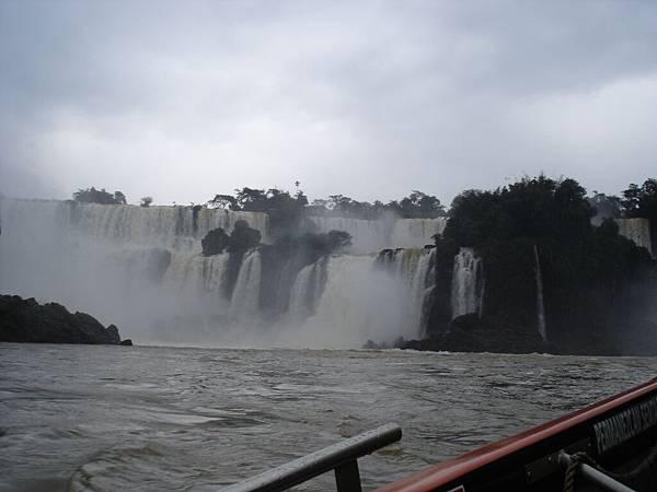 衝往瀑布中1.jpg