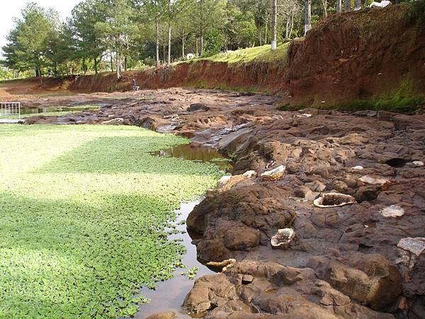 積水的礦穴.jpg