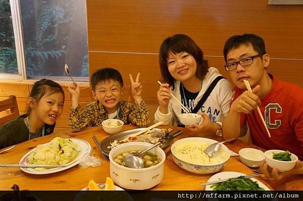 120715晚餐全家福1