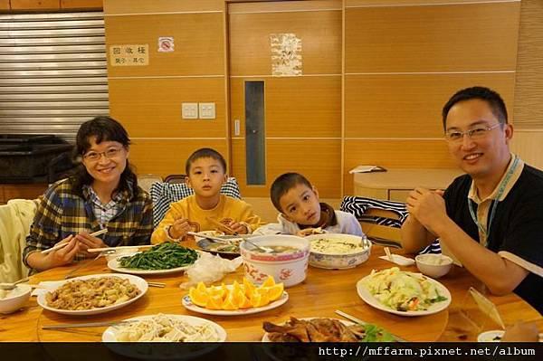 120715晚餐全家福3