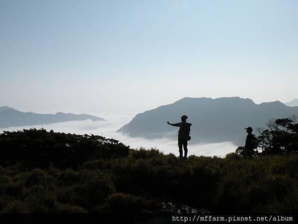 090429合歡東峰 水池旁的剪影 (6)