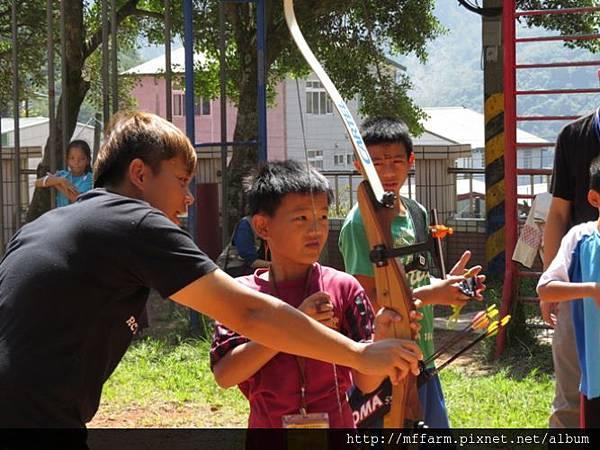 141002少年春陽 春陽國小 射箭示範與練習 (2)
