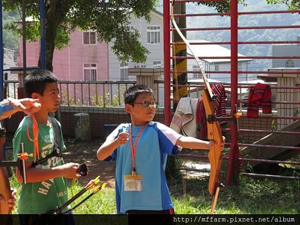 141002少年春陽 春陽國小 射箭示範與練習 (1)