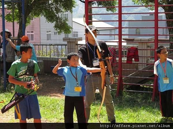 141002少年春陽 春陽國小 射箭示範與練習 (8)