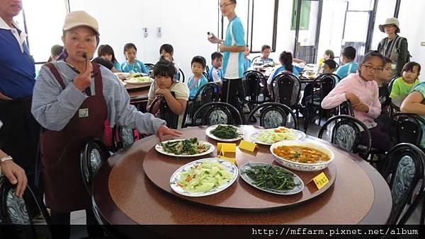 141002少年春陽 移動至春陽分場餐廳、介紹菜色及用餐 (2)