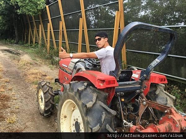學習駕駛農具