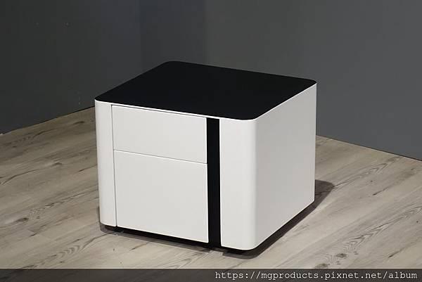 訂製床頭櫃.JPG