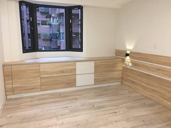 EGGER MEGAFLOOR 木地板 超耐磨木地板 三商美福 簡約風 室內設計 裝潢 家具 精品家具 空間規劃 系統家具 系統櫃
