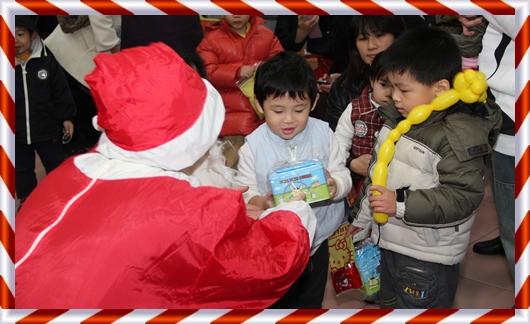 聖誕老公公送禮物.JPG