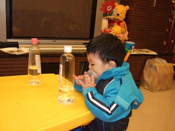 小乖假裝喝水01