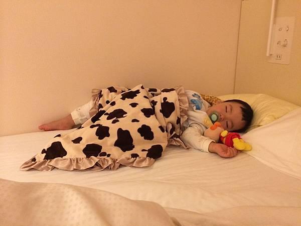 寶寶出國睡覺