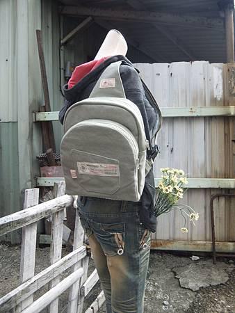 單肩後背兩用雙層背包8.JPG