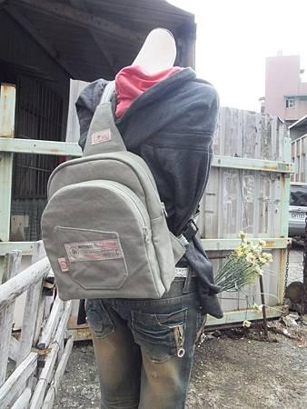 單肩後背兩用雙層背包10.JPG
