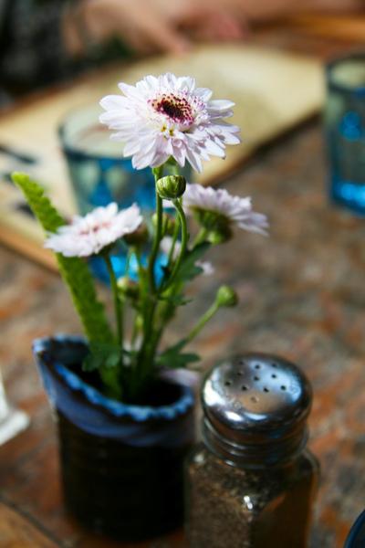 桌上的小花好可愛