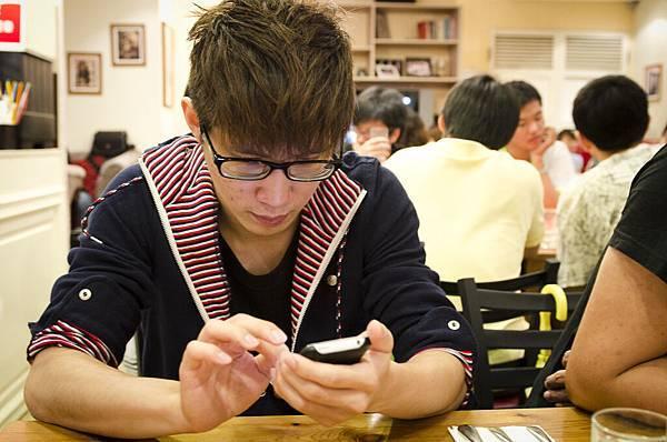 """江~我要把你的手機丟掉= ="""""""