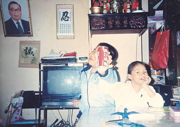 (本人和阿璋)原來哥從小就愛喝可樂