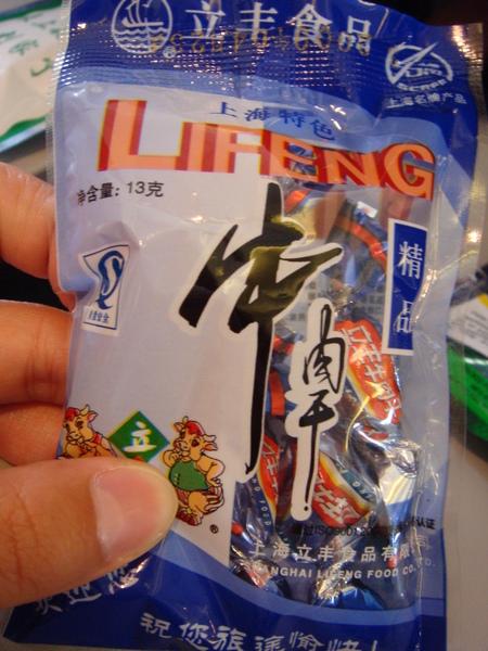 上海航空的飛機餐基本上就是一堆零食,這是牛肉乾.JPG